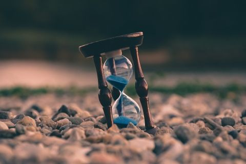 Hourglass Timer by Aron Visuals on Unsplash